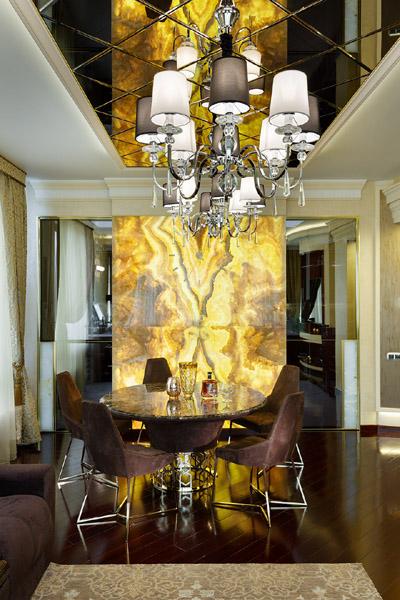 Una casa de lujo en mosc brillantes interiores con - Interiores de lujo ...